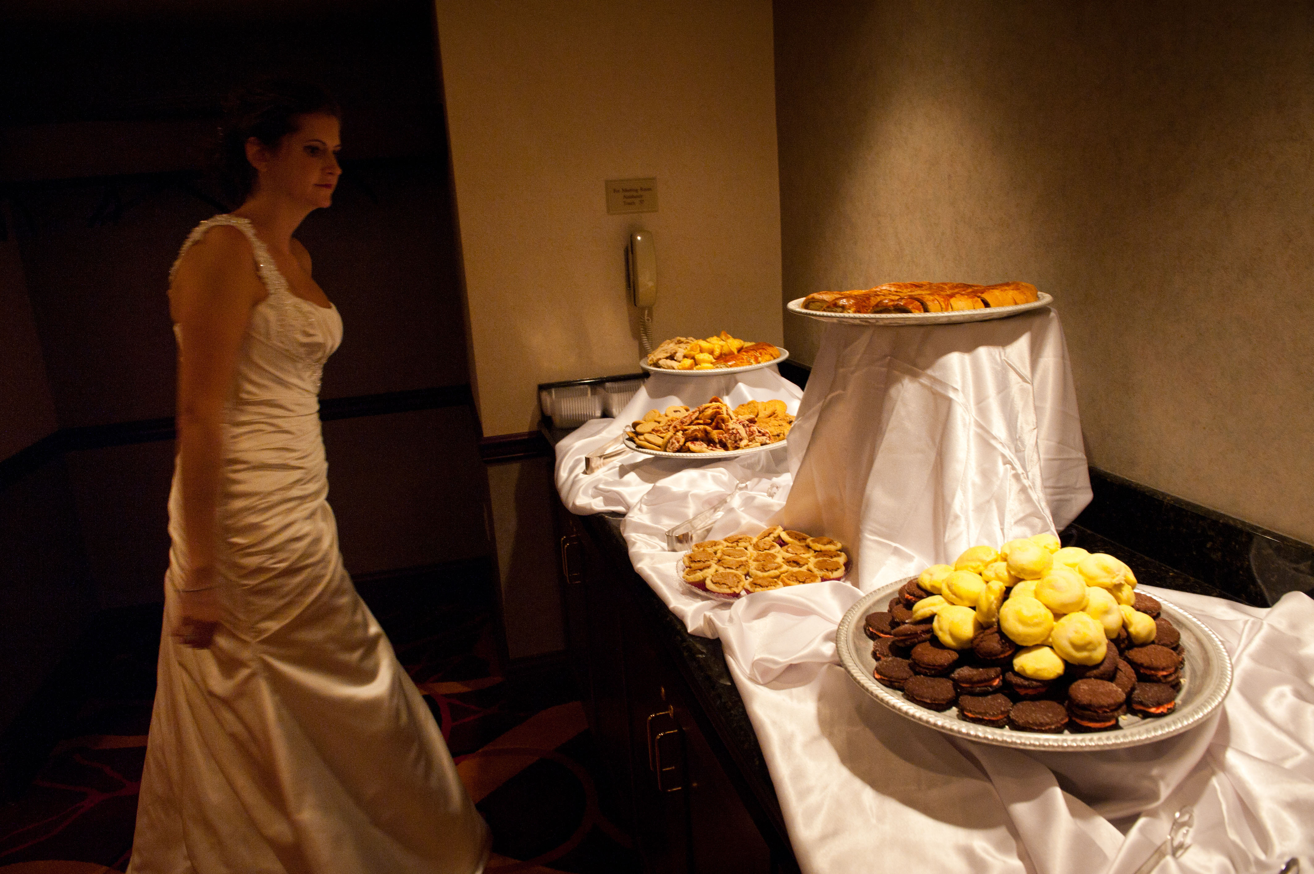 wedding-cookie-table
