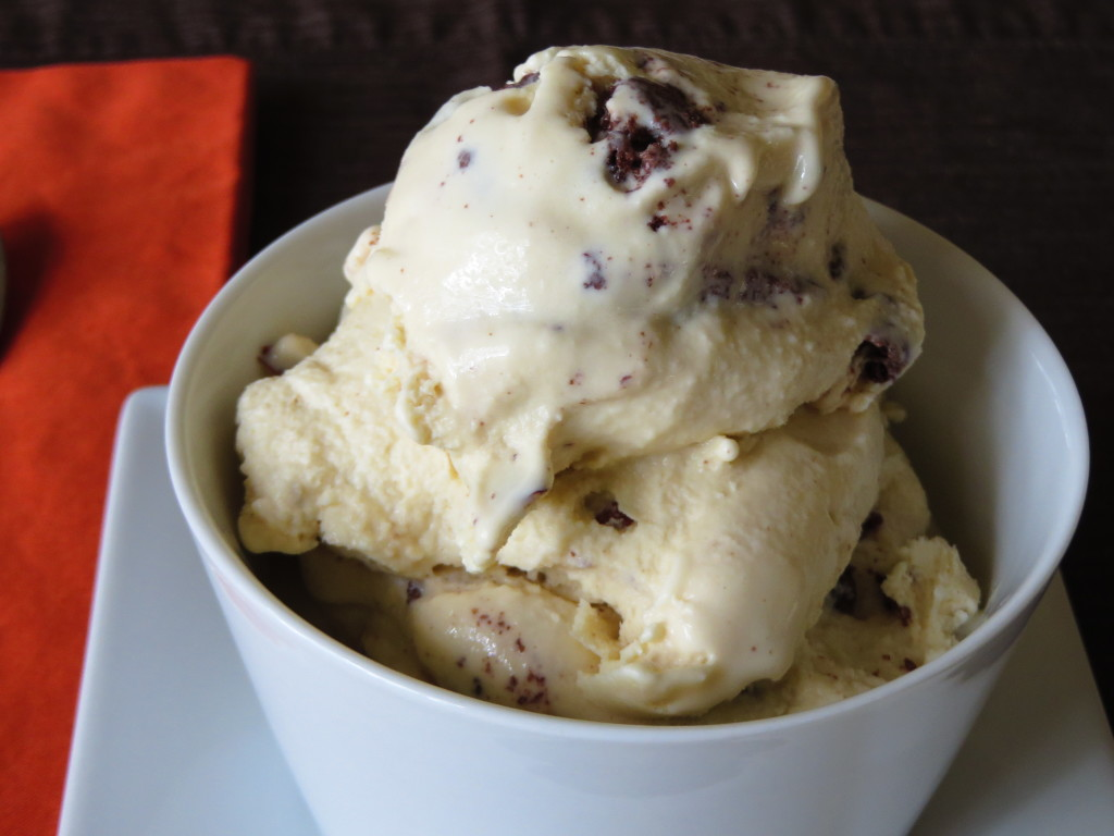 cookies-and-almond-cream-ice-cream