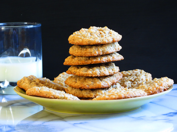 oatmeal peanut butter chip cookies | sunsets on the side