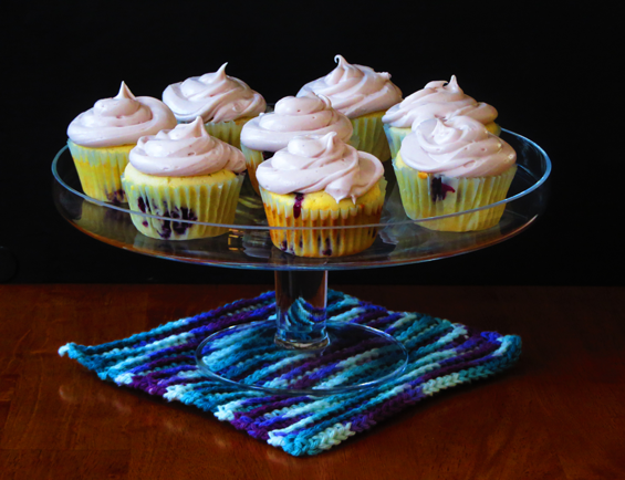 blueberry cupcakes with blueberry cream cheese icing | sunsets on the side